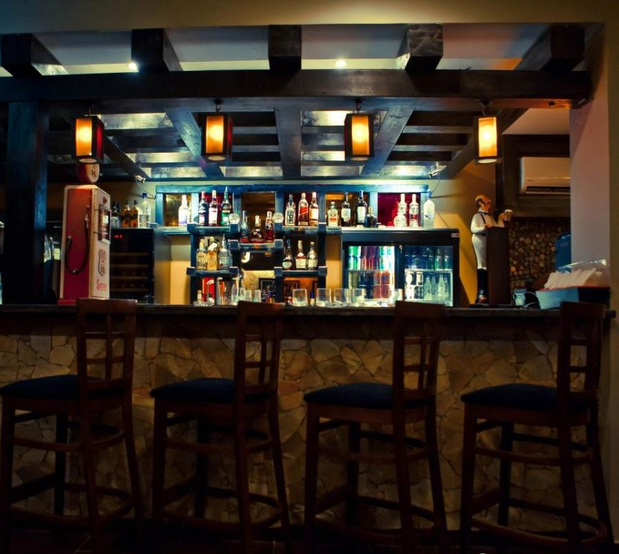 Beer Barn is one of the popular bars in Port-Harcourt where you can go to relax in the evening, have a beer or two with some small chops, enjoy good vibes and great music.